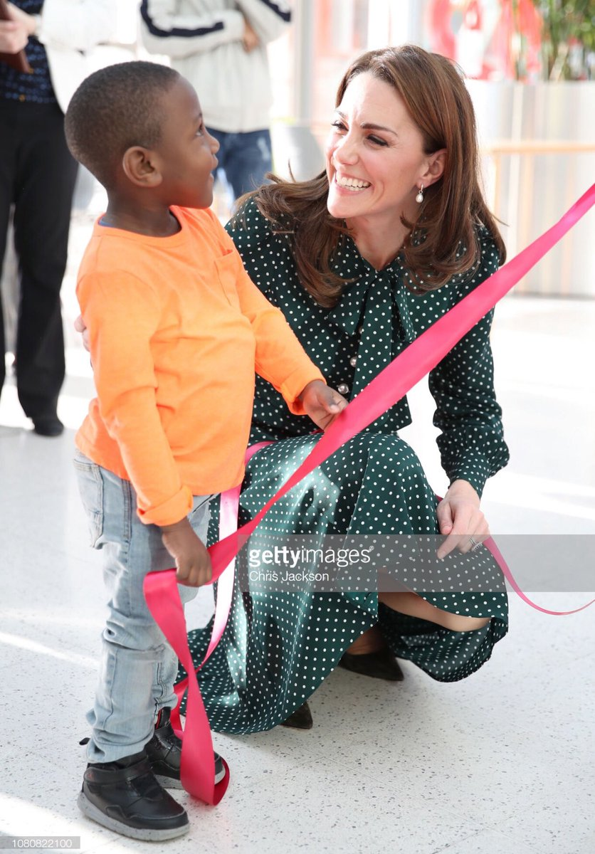 The Duchess of Cambridge helps 4 year old Cruz Brown unveil a banner of himself during a visit to the @EvelinaLondon Children's Hospital today