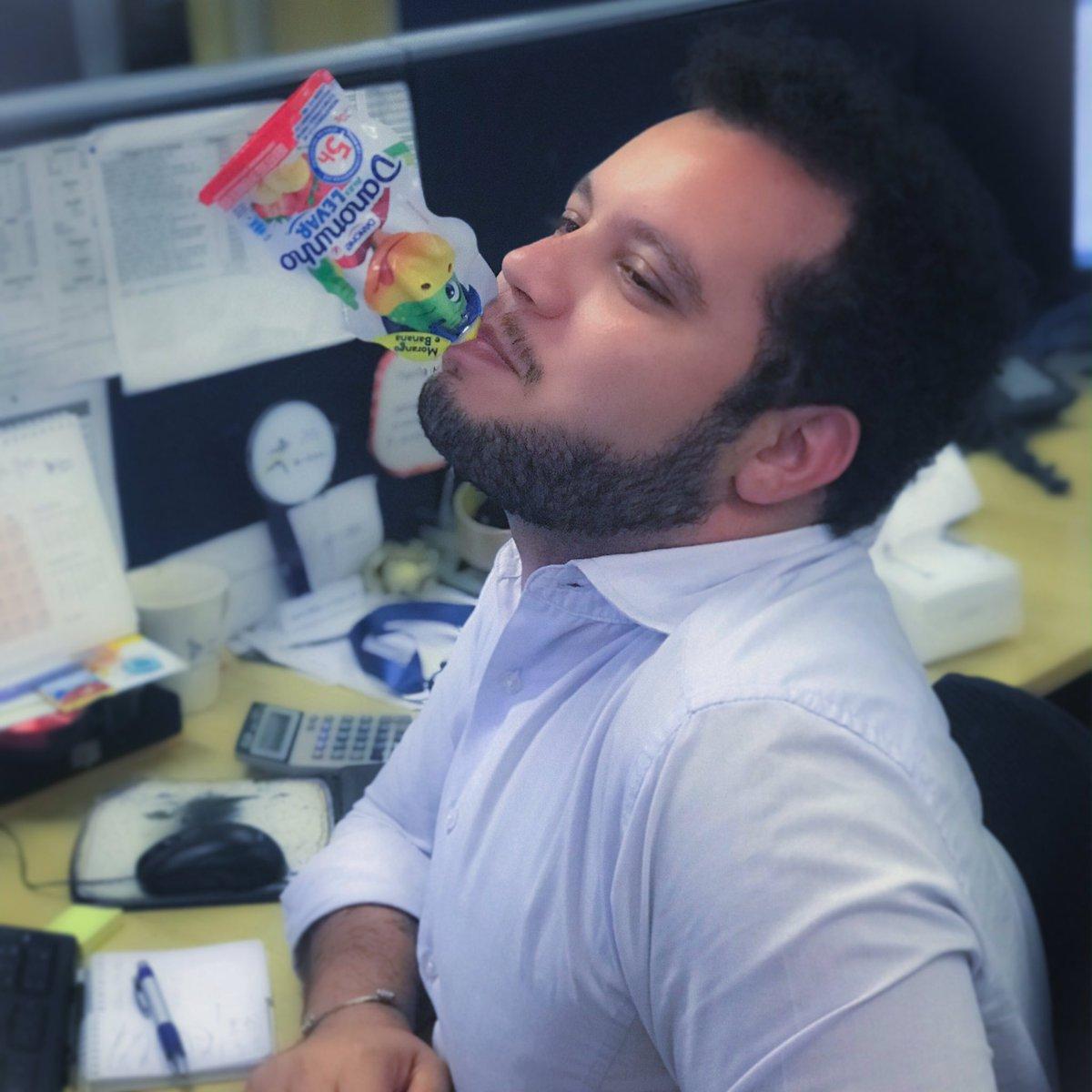 Pausa para um bom Drink 🥤😏 #goodvibes #goodafternoon #thanksgod #sp #nordestino #gordinho #força #gay #drink #world #smile #happy #pose #work #choices #freedom #life #behappy #lgbtq #diferente #tatuagem #beautiful #decisions #sweet #confianca #dedicação #prazer #danoninho
