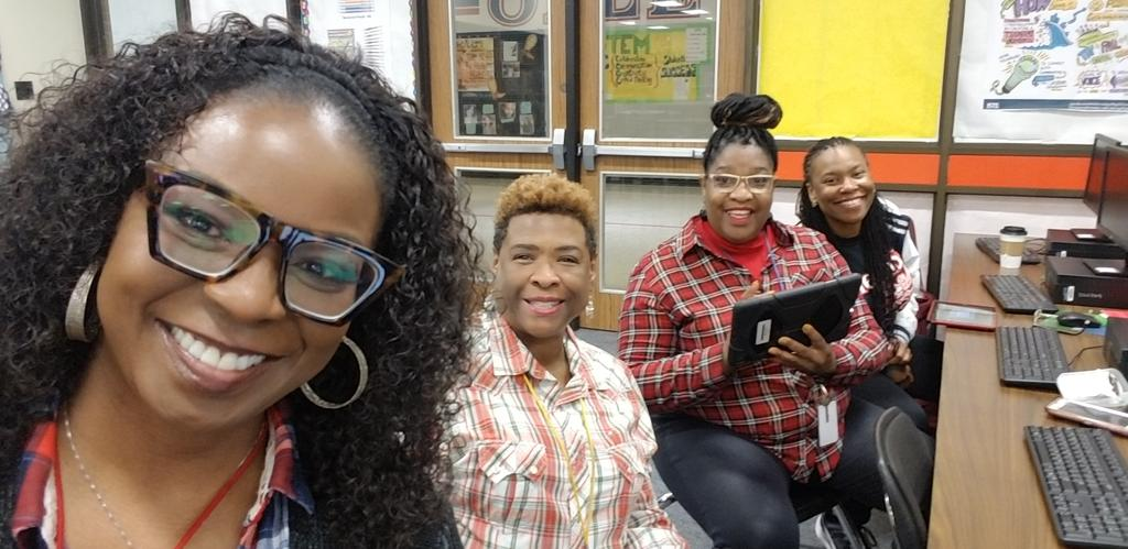 Learning and Laughing with THE BEST Technology Specialist!  #BringYourAGame @OlleMightyOwls @AliefISD @aliefstem<br>http://pic.twitter.com/R8ghYMn6EI