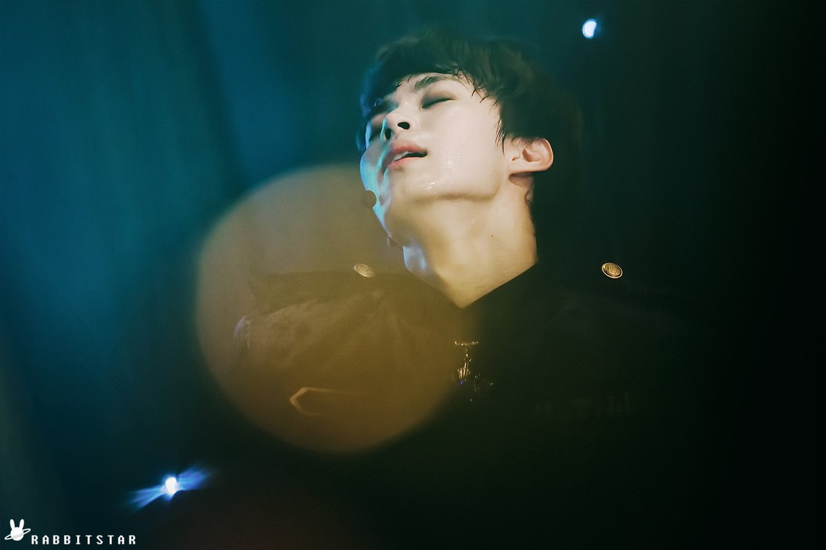 Day 5. Sexy Idris Elba called and wanted to give title of Sexiest Man Alive to Lee Hongbin <br>http://pic.twitter.com/ArPCGKHwNg