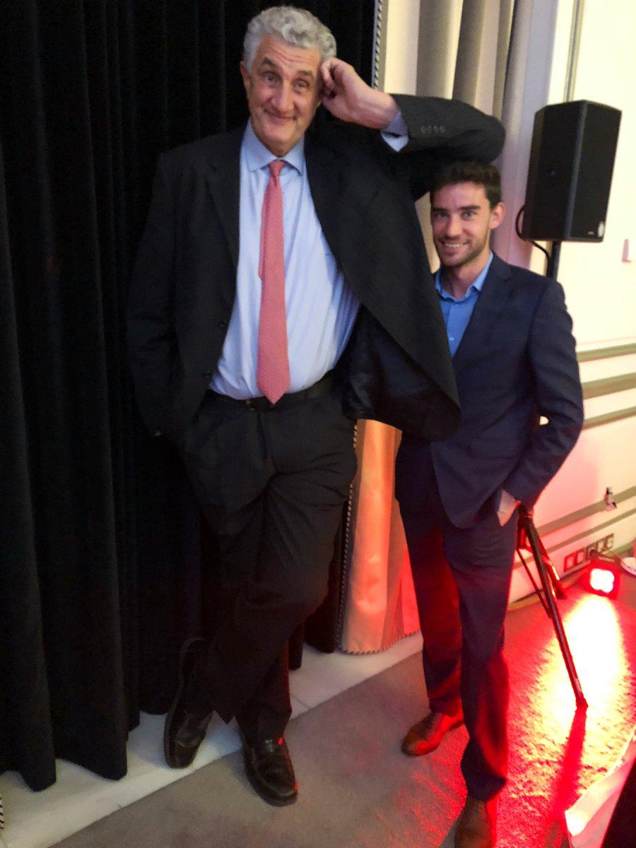 Para aclarar la foto: mido 1.85 m 🤷♂️ #PremiosAS2018 – at The Westin Palace