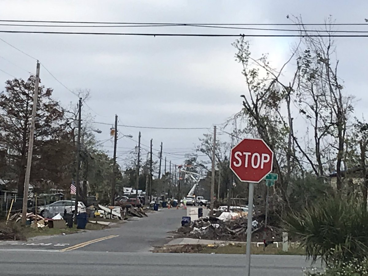Barely on the edge of the Hurricane Zone in Panama City — power still be restored one block off 98 <br>http://pic.twitter.com/ZhaqgEPrqu