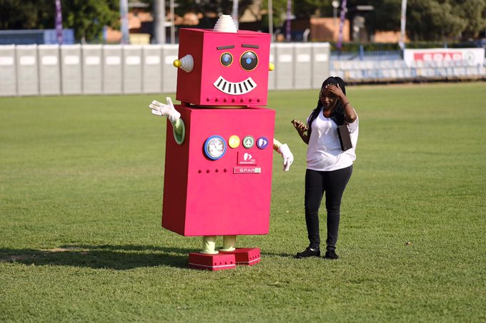Our #Jacbot is also here to enjoy the SPAR Carols by Candlelight with Jacaranda FM at Loftus Versfeld! 🤗 #JacaCarols Photo