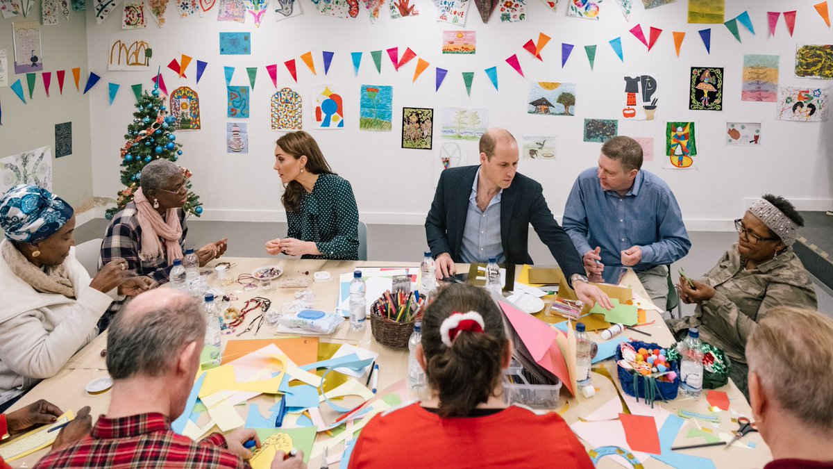 🎄 The Duke and Duchess of Cambridge join @PassageCharity service users for an arts and crafts workshop to prepare cards and gifts ahead of centre's Christmas party next week.