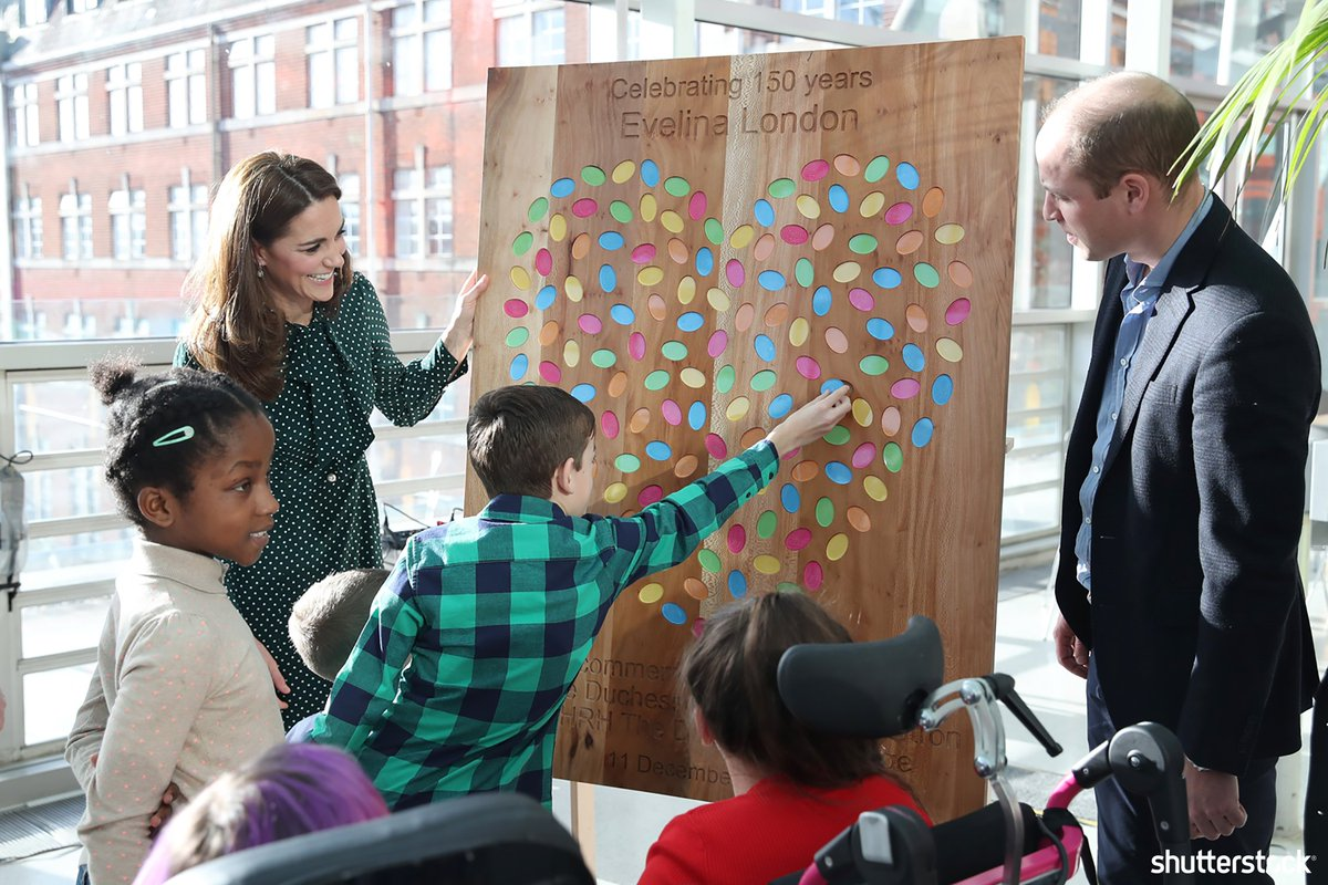 Catherine #DuchessofCambridge and #PrinceWilliam meet with patients from the Evelina London Childrens Hospital during their visit + more top photos of the #RoyalFamily in 2018 shutr.bz/2B7Vlok | 📸 Shutterstock