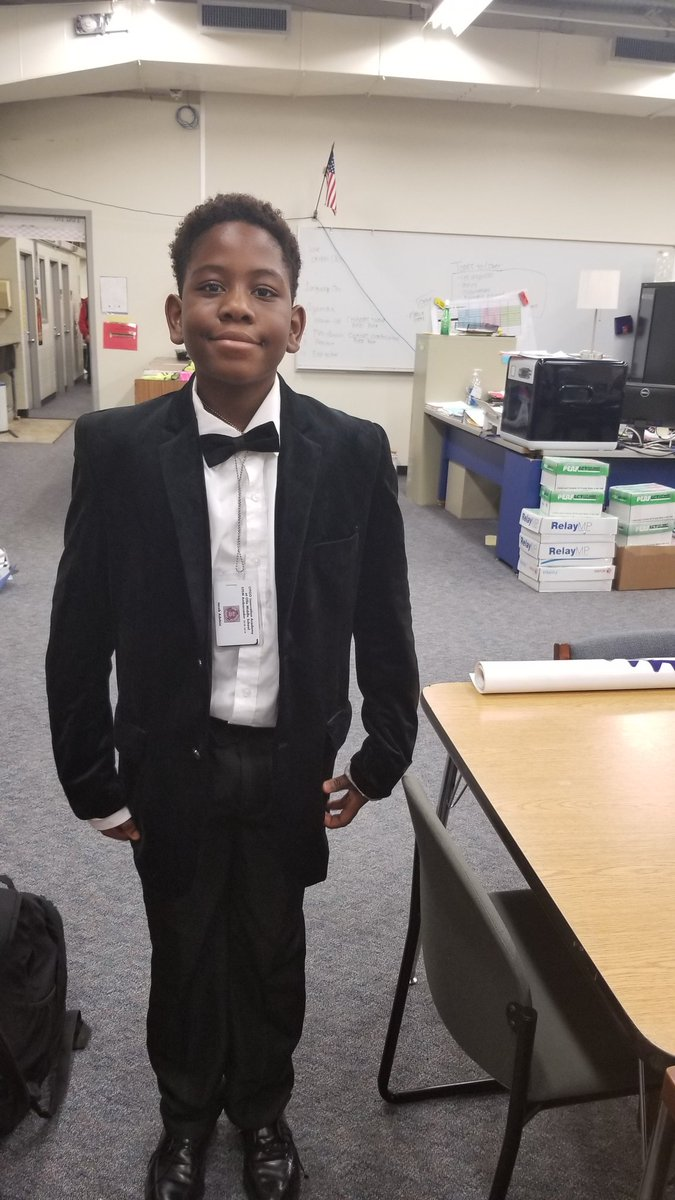 Our #STEMTASTIC 7th Ambassador Jacob is SHARP for the Fine Arts program tonight! @aliefstem @AliefISD @OlleMightyOwls @aliefFineArts<br>http://pic.twitter.com/8YY89I3J7Q