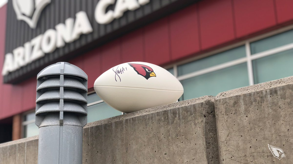 RT for a chance to win this autographed Fitz football.  #ProBowlVote @DavidJohnson31  @LarryFitzgerald  @chanjones55  @P2  @buddabaker32  @zeke_turner  @AndyLee4  Rules: https://t.co/CyZKP1w35H