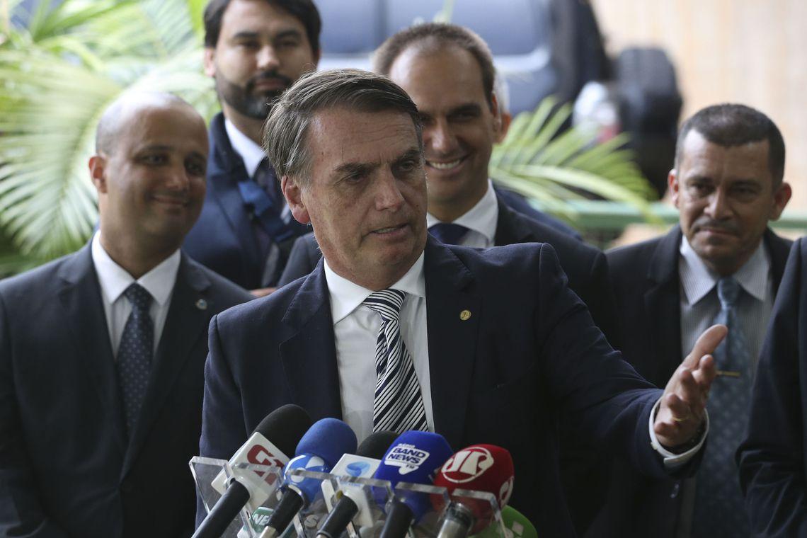 #Militares apresentam a #Bolsonaro situação da #segurança nos estados #PM #otempo https://t.co/YDIHG3mT9E