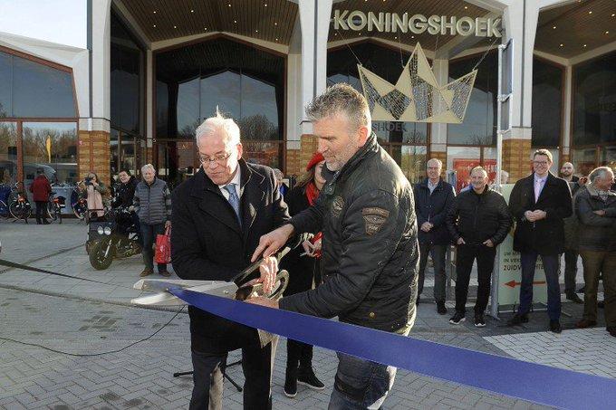 Buitenruimte Koningshoek en dinsdagmarkt feestelijk geopend https://t.co/yBEKyQu8pE https://t.co/eUbSUKSpjq