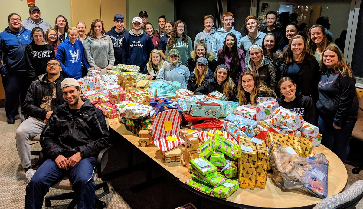 Celebrating our last SAAC meeting of 2018 - wrapping gifts for the local families that they adopted.  This is our 14th year and it just keeps getting better #greatseasontobeanowl #onefamily #SAAC #weareD3