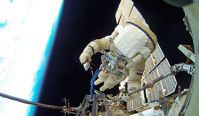 Космонавты обнаружили отверстие в «Союзе МС-09» после вскрытия обшивки:  https://t.co/5XSTZYgZTk