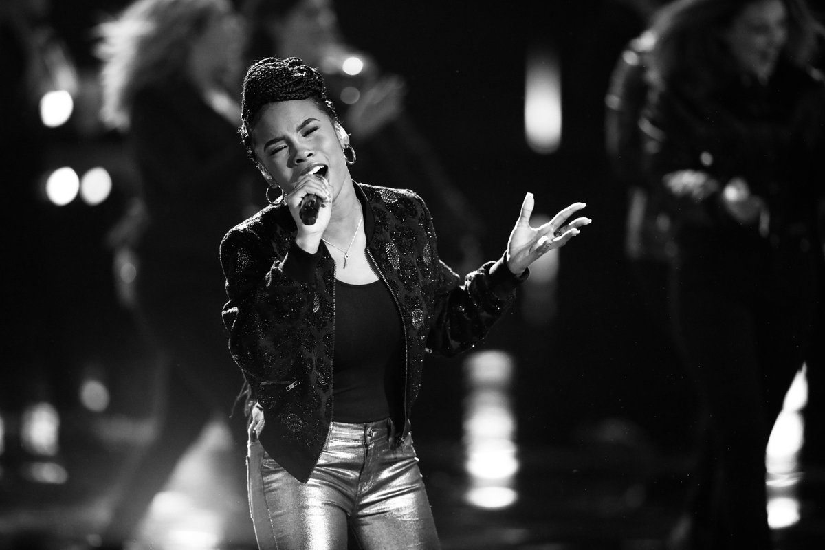 ".@imkennedyholmes is singing ""How Do I Live"" by @leannrimes for her #VoiceSave performance and we are a PUDDLE."