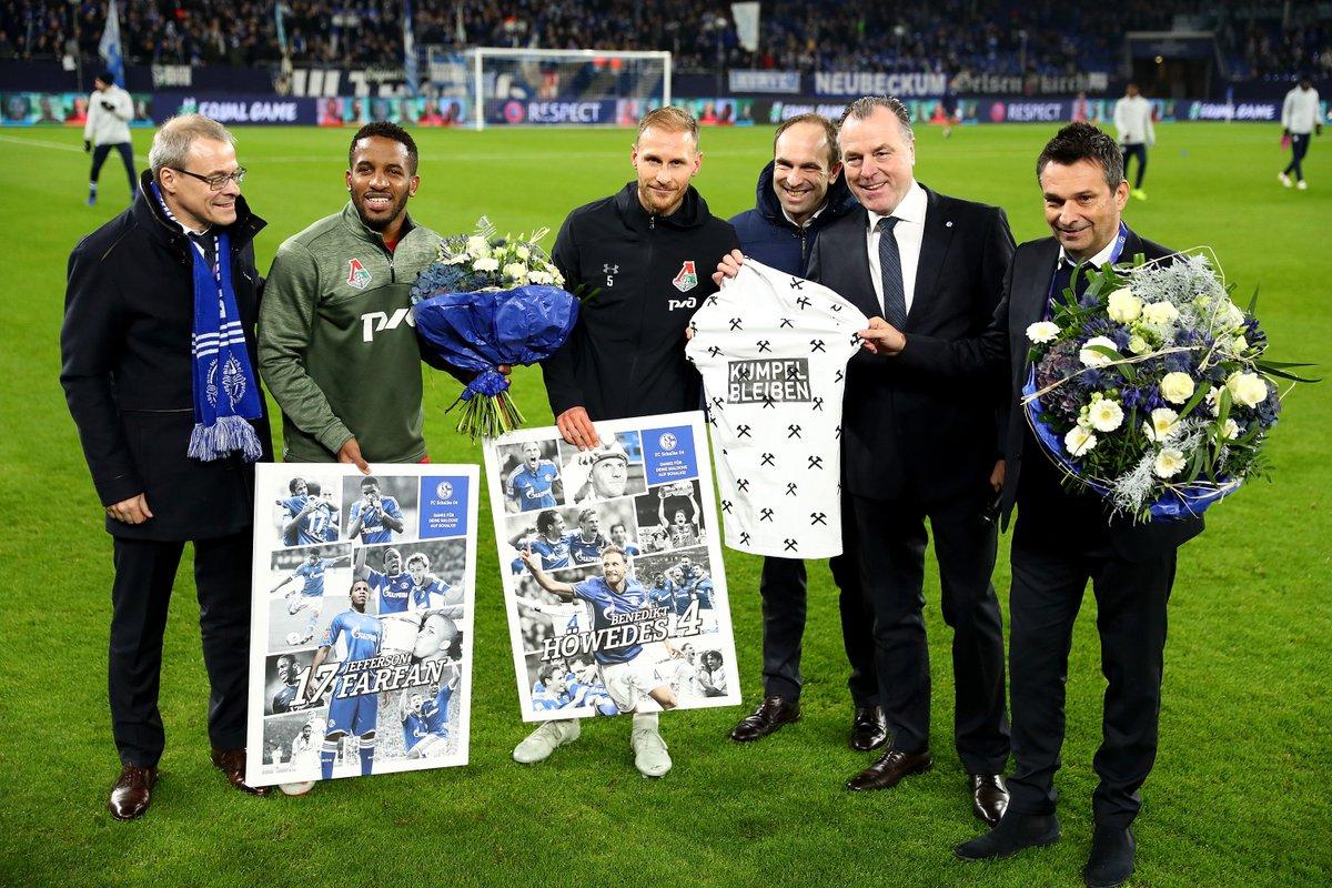 Jefferson #Farfán + @BeneHoewedes in 🔵⚪:  👕 563 ⚽ 76  #UCL #S04LMFC @s04