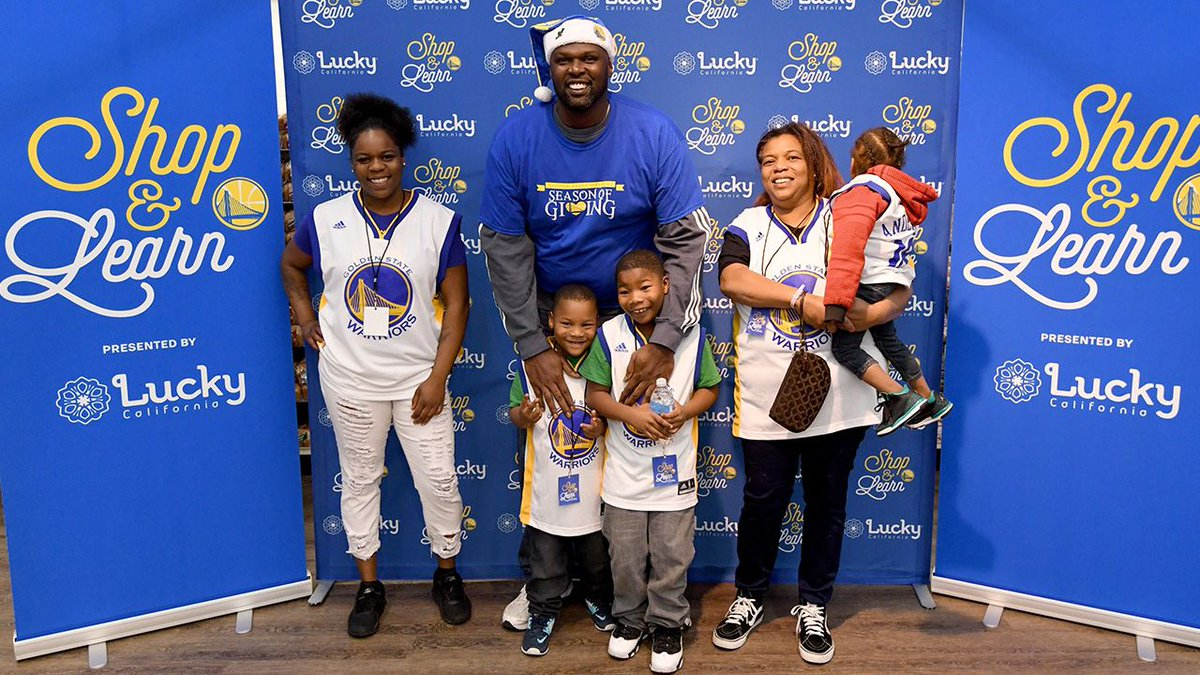 The Dubs teamed up with @LuckyCalif &  to @18reasonshost a Shop & Learn for a few local families. They learned budgeting tips, healthy choice options & had a little fun in the process!   x #SeasonOfGiving#DubNation