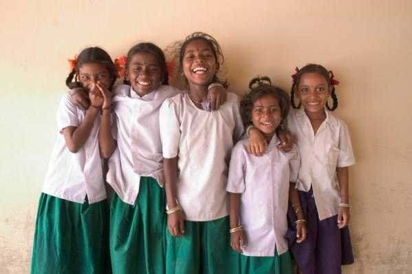 Parents and teachers need training and support to develop non-violent discipline skills & to model positive, respectful behavior, as well as information to help them detect warning signs of #bullying. @un pic:@unicefindia @sdg2030 Lets #endbullying! v/@srsgvac