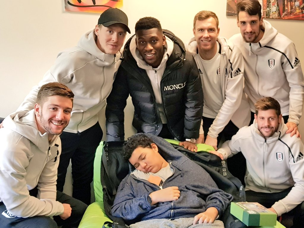 A big thanks to the guys at @FulhamFC for coming to @SSChospices. They were all so lovely with the kids, sadly my brother was very sleepy but they still all came to see him and give him an Xmas pressie 🤗❤ @LucianoVietto @stefanjohansen @tfosumensah @sergiorico25 @FabricioAgosto
