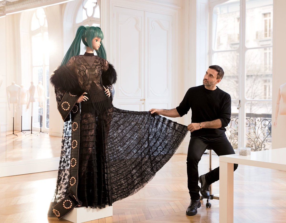 Joe Elliott On Twitter I M Starting To See A Trend Here Any Fashion Designers Have Dress Miku In Black And White
