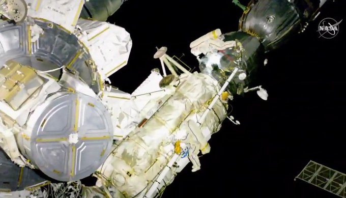 NASA: Cosmonauts are preparing to transfer back from #SoyuzMS09 to Zarya FGB. The plan to patch the exposed area on #Soyuz was dropped, as unnecessary. Photo