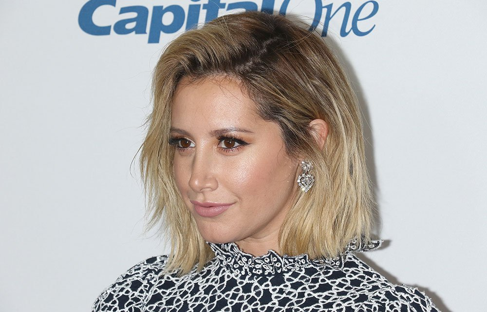 Ashley Tisdale dyes her hair pastel pink to match her Christmas tree! https://t.co/wZ7HruT1YI
