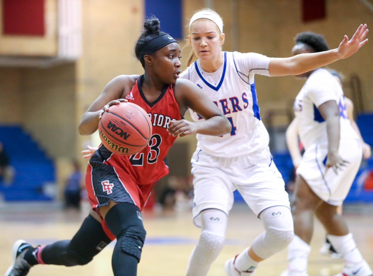 Elizabeth Forward's Juria Flournoy tries to get by the defense of McKeesport's Emma Elash tonight at McKeesport Area High School @mck_athletics @EFWarriors<br>http://pic.twitter.com/CMecvAwLGD