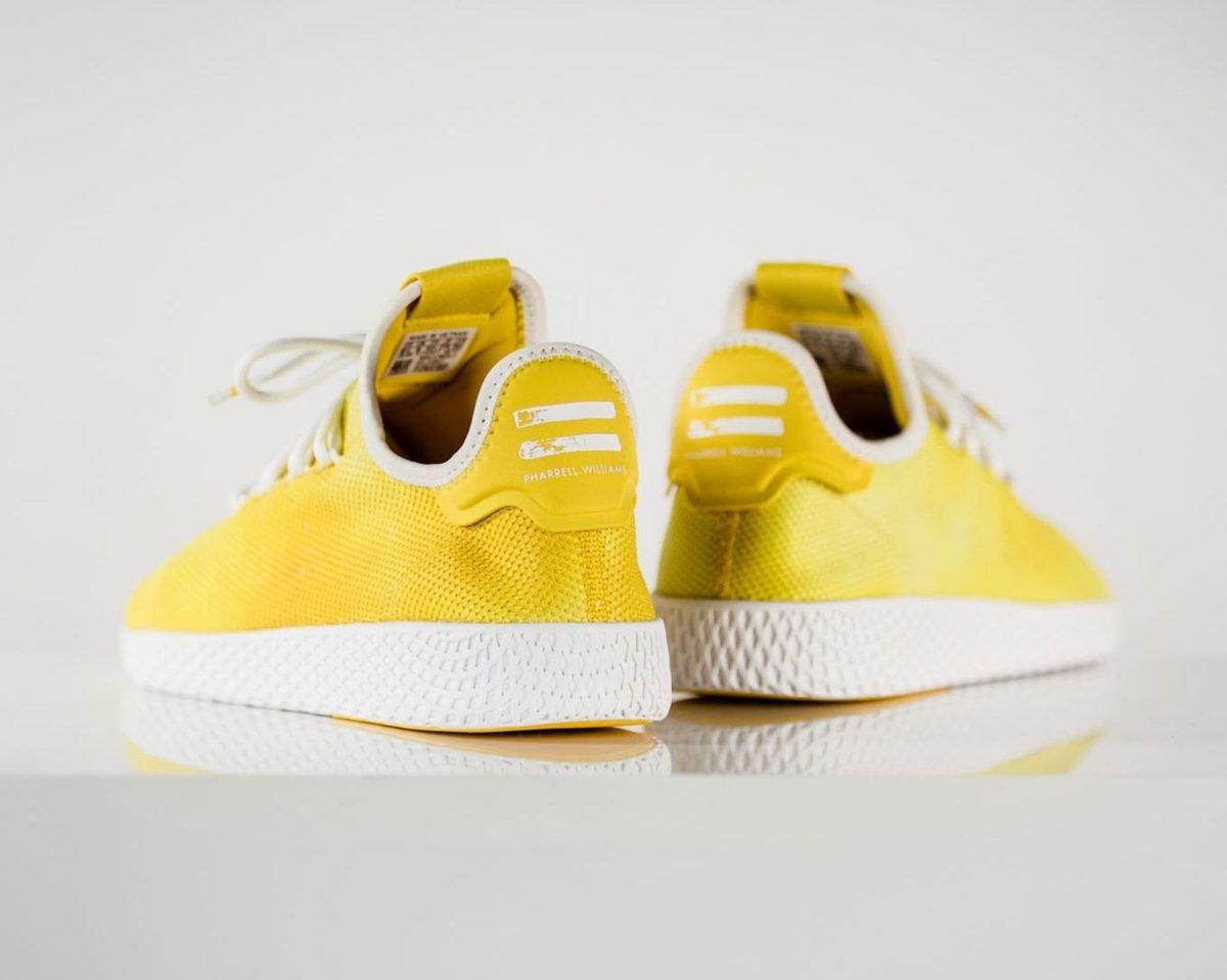 fec6b180b Sneaker Shouts™ on Twitter