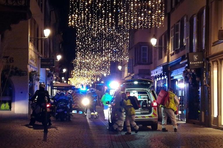EN DIRECT - Fusillade à #Strasbourg : quatre morts et une dizaine de blessés, selon le maire https://t.co/QkIyOQGzDl