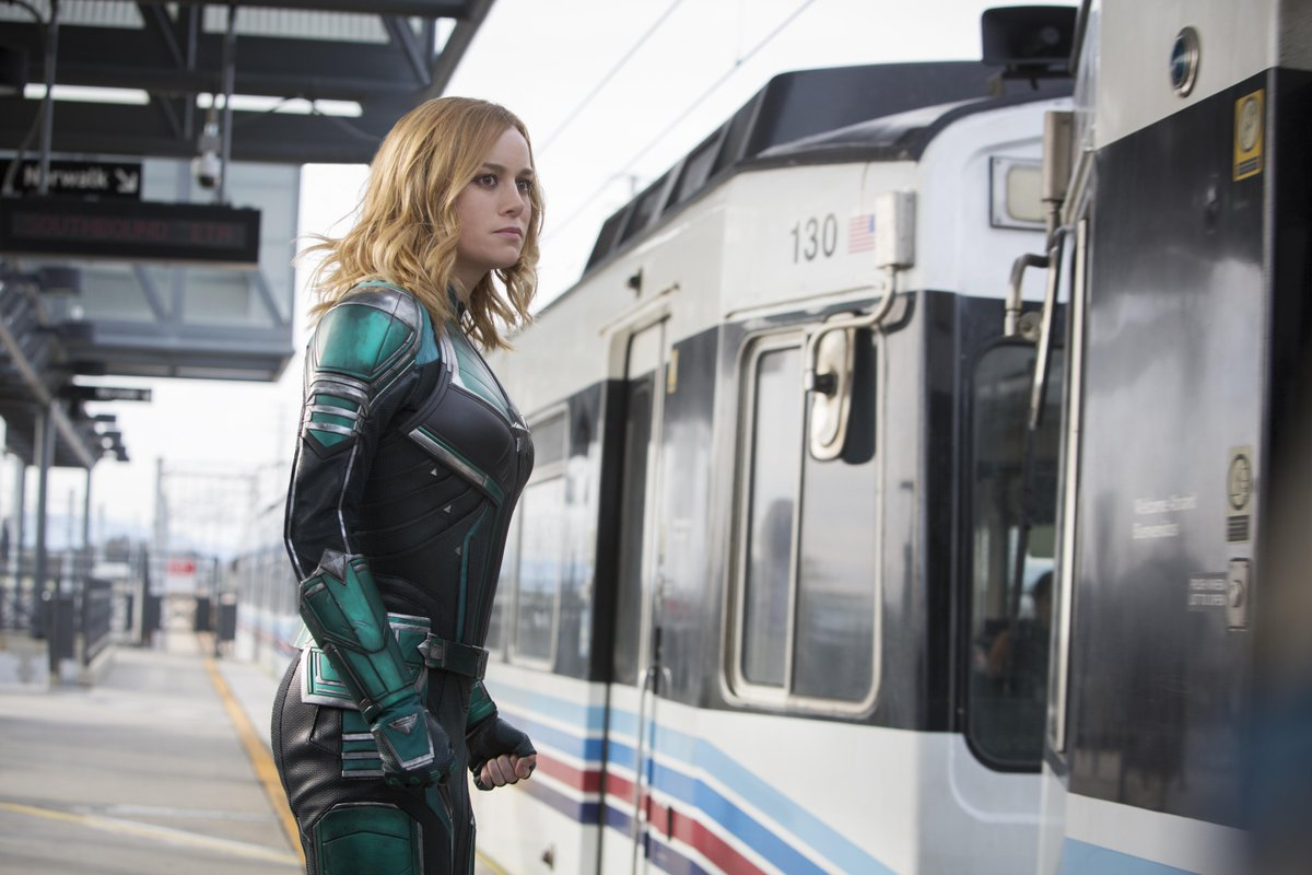 A new CAPTAIN MARVEL still has been officially released showing @brielarson suited-up for the Metro!