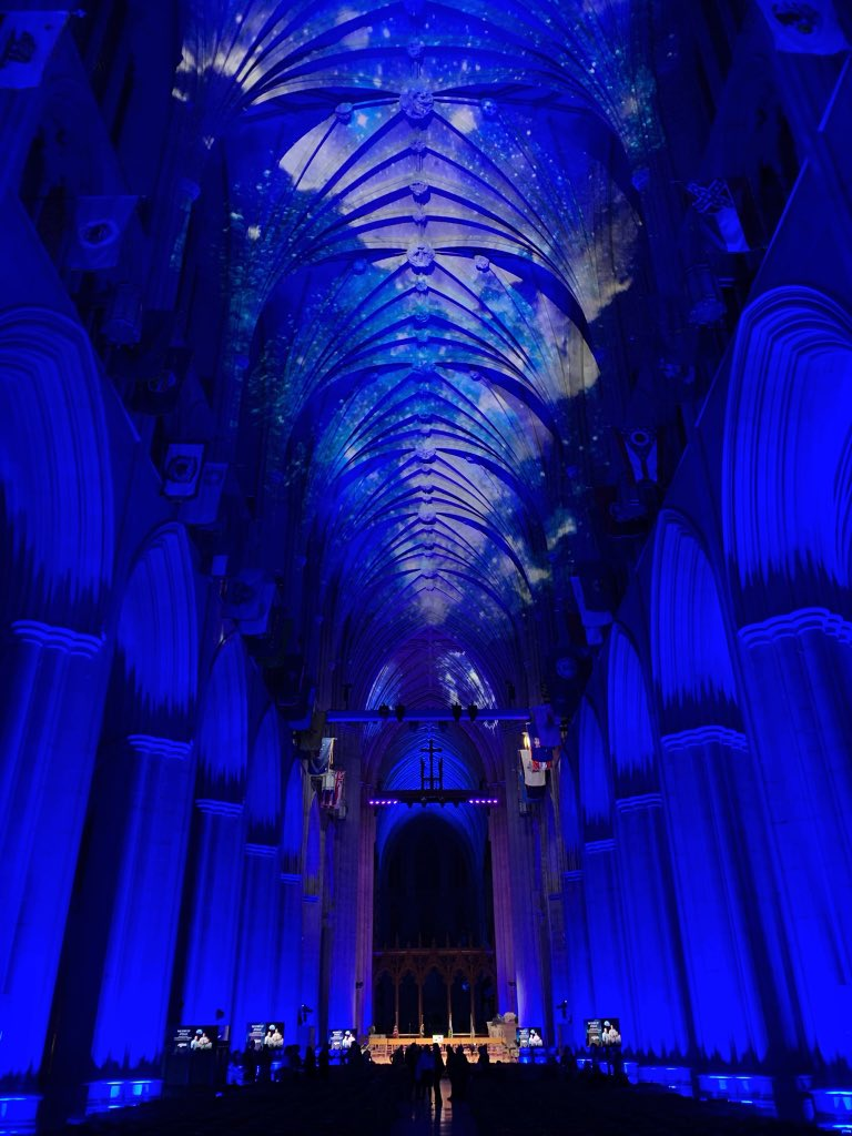 So I'm at this Apollo 8 50th anniversary event at the Washington National Cathedral bc astronauts read from Genesis while orbiting the moon around Christmastime and also because I'm a very professional journalist and GUYS RELIGION AND SPACE GUYS JUST LOOK AT IT GUYS OMG SPACE <br>http://pic.twitter.com/J2slN9GjXu