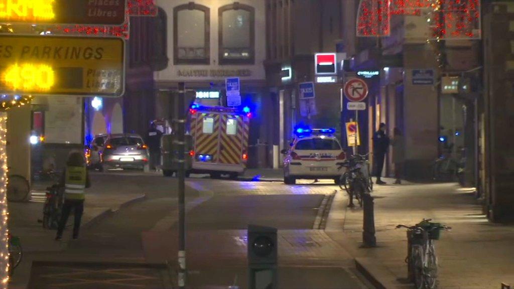 EN DIRECT - Strasbourg: au moins 600 policiers et gendarmes sont mobilisés dans la traque de l'assaillant.  https://t.co/OrZjDOd4jP