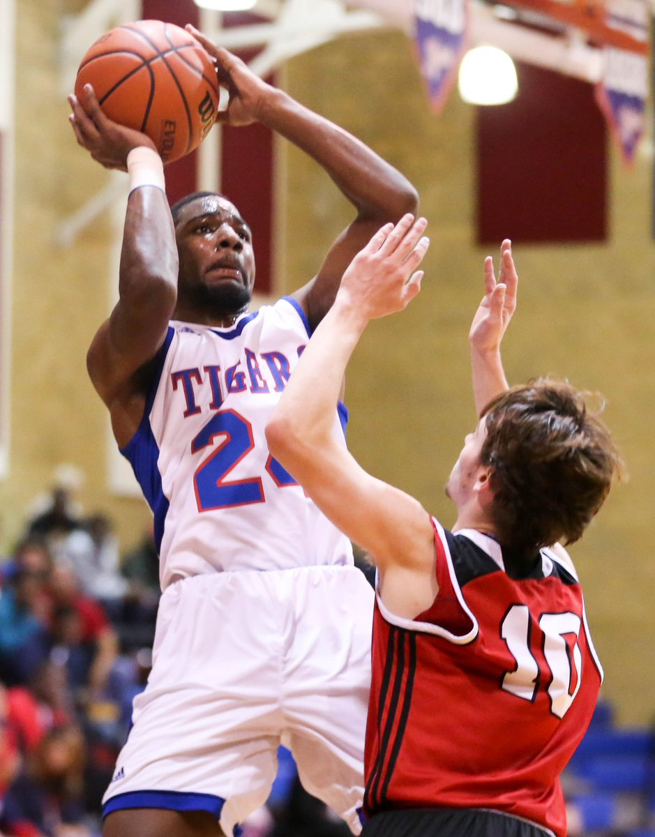 McKeesport's Chris Moore takes a jump shot over Moon's Austin Ryan tonight at McKeesport Area High School @mck_athletics<br>http://pic.twitter.com/xock50mnNB
