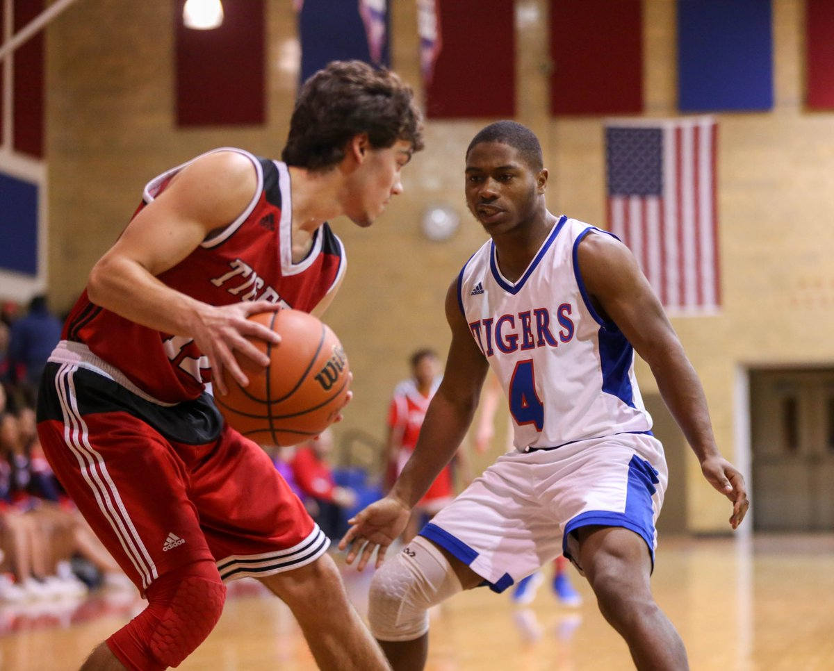 McKeesport's Quaran Sayles tries to keep Moon's Connor Ryan in his own end of the court tonight at McKeesport Area High School @mck_athletics<br>http://pic.twitter.com/SgFUU8cFFk