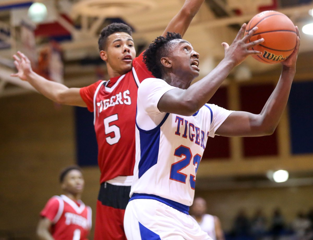 McKeesport's DeaMontae Diggs goes to the basket while being defended by Moon's Donovan Johnson @mck_athletics<br>http://pic.twitter.com/rHLhVE1QNq
