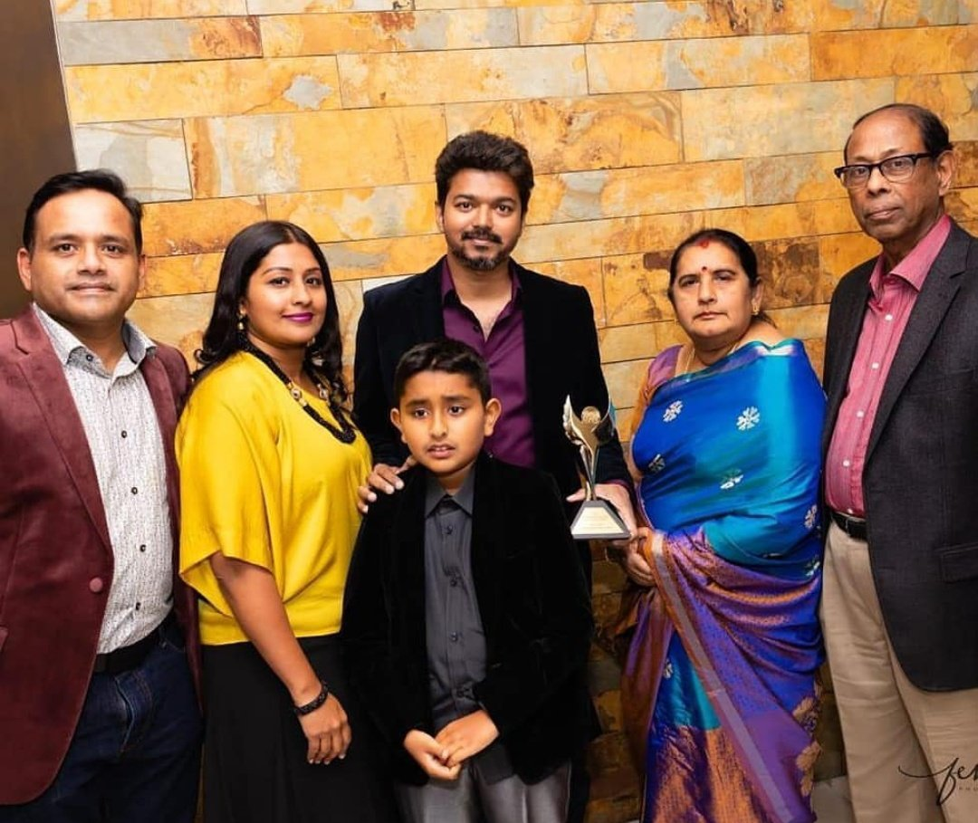 #IARA Thalapathy @actorvijay  BEST HERO 2K18 With the award<br>http://pic.twitter.com/mVG9UD0IWe