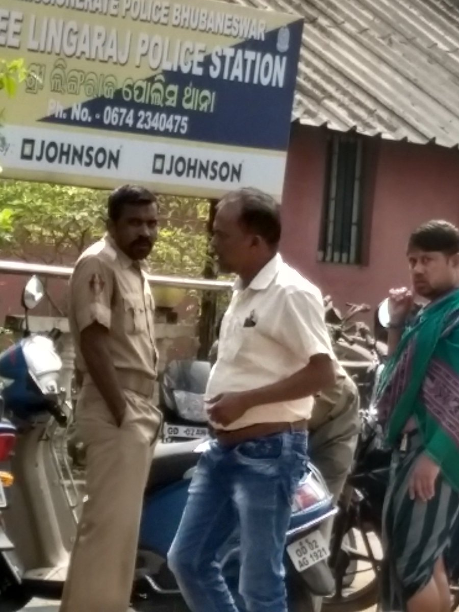 Horrid experience at Lingaraj Temple, Bhubaneshwar..Pandit trying to looted. Asked my 80 year grandmother to get out of temple as we didn&#39;t have enough cash. When tried to get help from police.. they humiliated and abused my family #wewantjustice #bhubaneswarpolice @Navin_odisha<br>http://pic.twitter.com/5gEVUGLynz