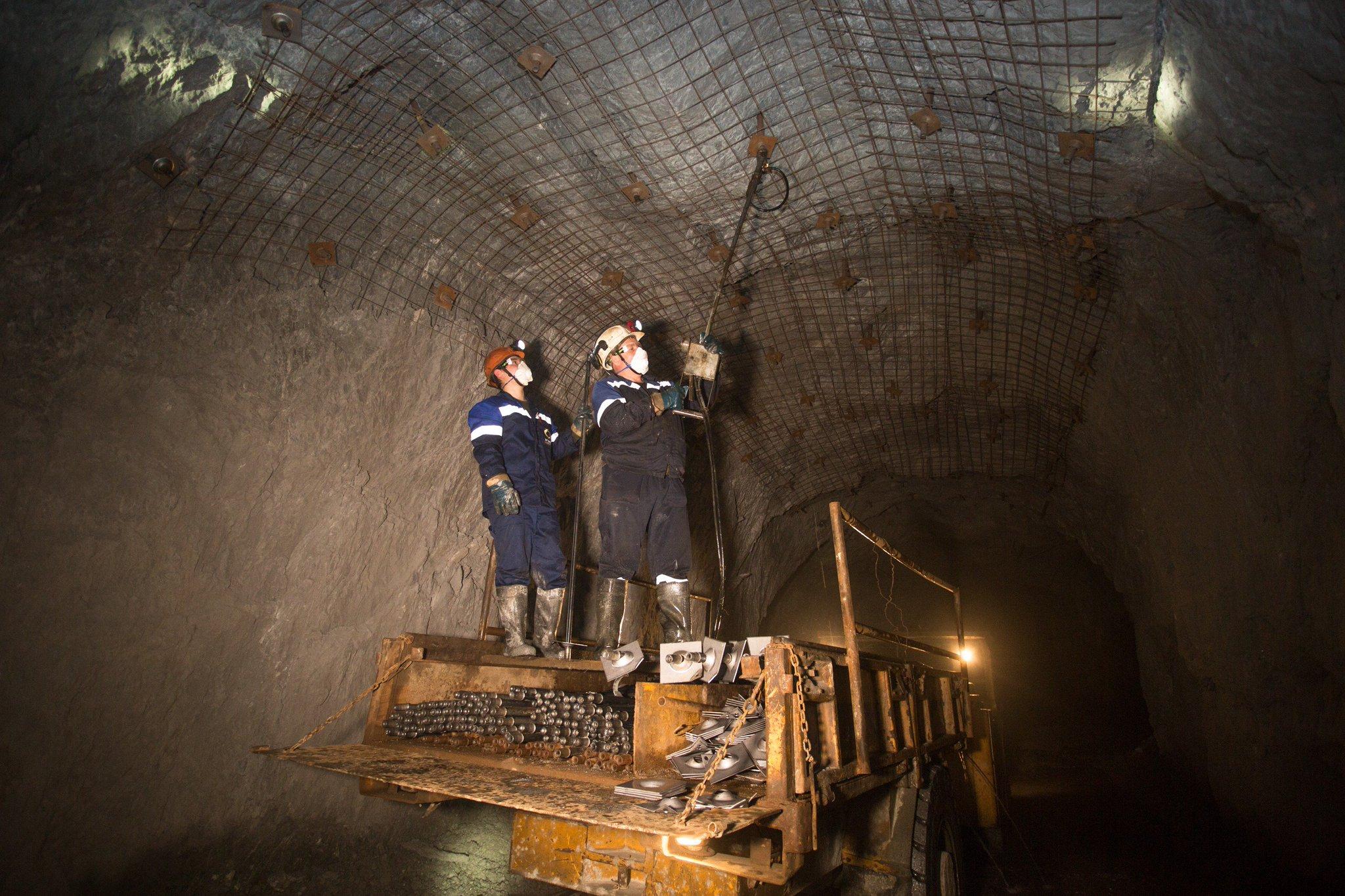 тёплым подземные шахтные выработки фото поменяла имидж, перекрасив