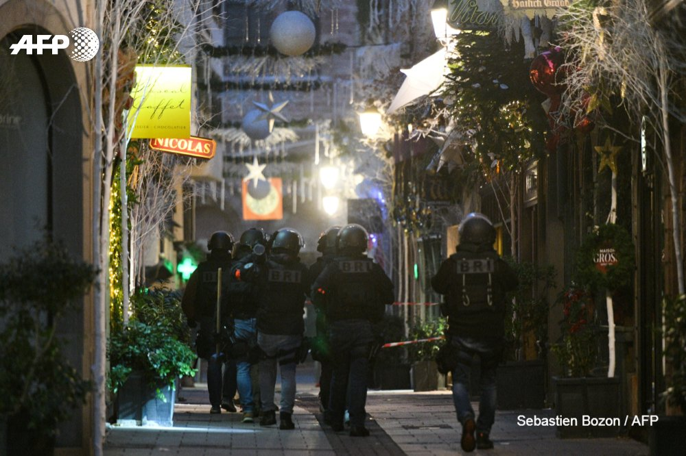 French BRI (Research and Intervention Brigade) police hunt for the gunman who escaped after killing three people in a shooting at a Christmas market in Strasbourg  📷 Sebastien Bozon