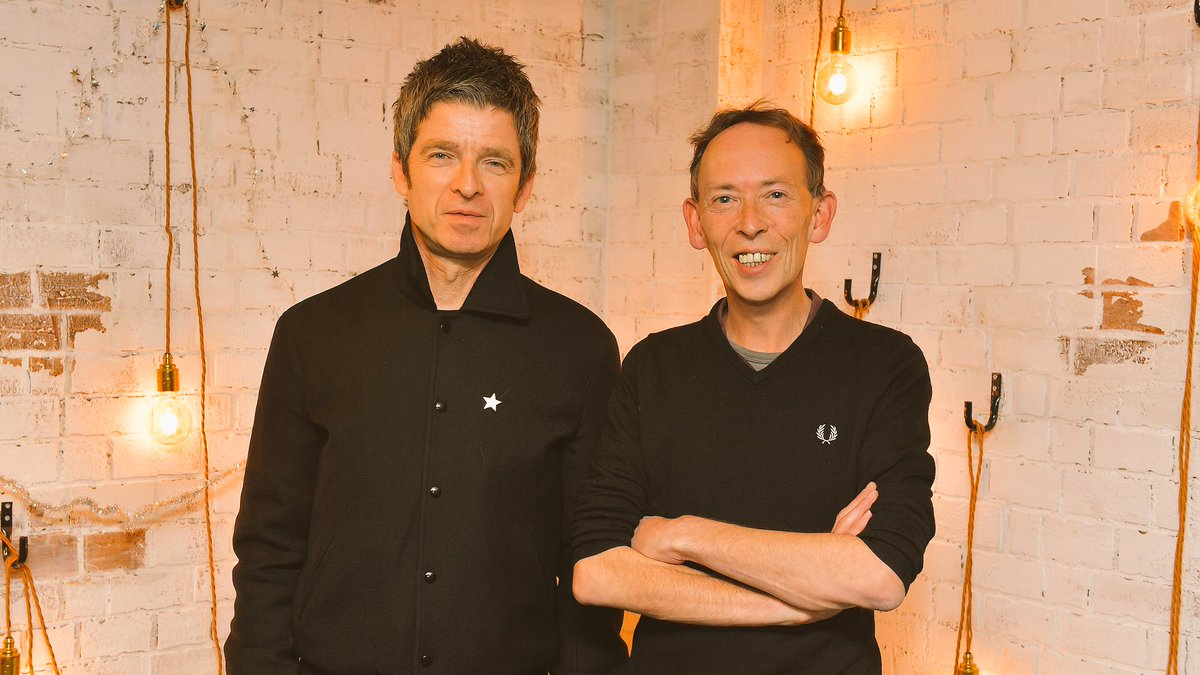 Nöel, Noel... it's time for @NoelGallagher's annual catch up with Lamacq. ❄️ 📻 Listen live from 5pm GMT on Weds 12th to hear the pair discussing Noel's 2018, his book, Pete Shelley, old TOTPs, award ceremonies, and much more. 📲 Listen again @BBCSounds app.