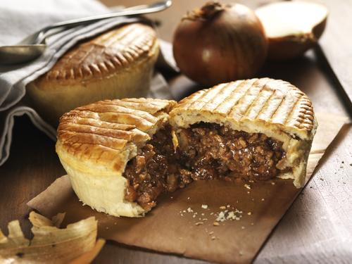 test Twitter Media - One of the classics - Minced Beef & Onion Pie 😍😍 #mbo #mincedbeef #gravy #pie #foodie #wholesale #food https://t.co/rEtWo3L5BR