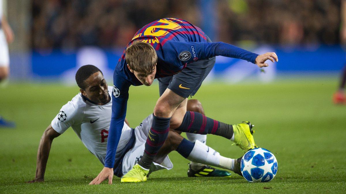📷 👍 Las mejores imágenes del debut de Miranda en la Liga de Campeones / 📷 👍 The best images of Miranda's debut in the Champions League  #BarçaB #ElfuturdelBarça #ForçaBarça🔵🔴