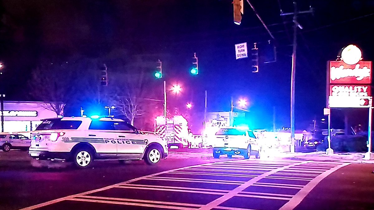 FATAL ACCIDENT - AVOID THE INTERSECTION: Eastway Dr @ Central Av #clttraffic #WCCB<br>http://pic.twitter.com/PTh6gIl5KF