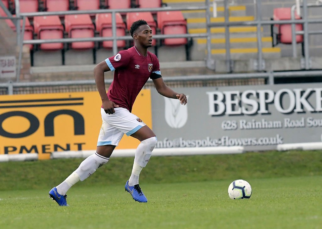 Borussia Dortmund are set to compete with Manchester City to sign Reece Oxford from West Ham after failing to break into Pellegrini's squad #WHUFC   (source @Read_Bundesliga)