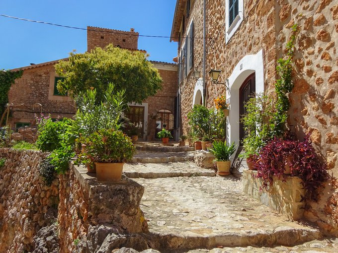 Fornalutz. The most beautiful village in Mallorca <br>http://pic.twitter.com/ELHfcgAZdI