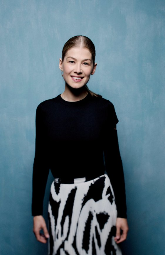 Rosamund Pike on the 'genius' of Alaïa, her skincare secret, and the tea bags she can't live without https://t.co/vA7GpWyCSn