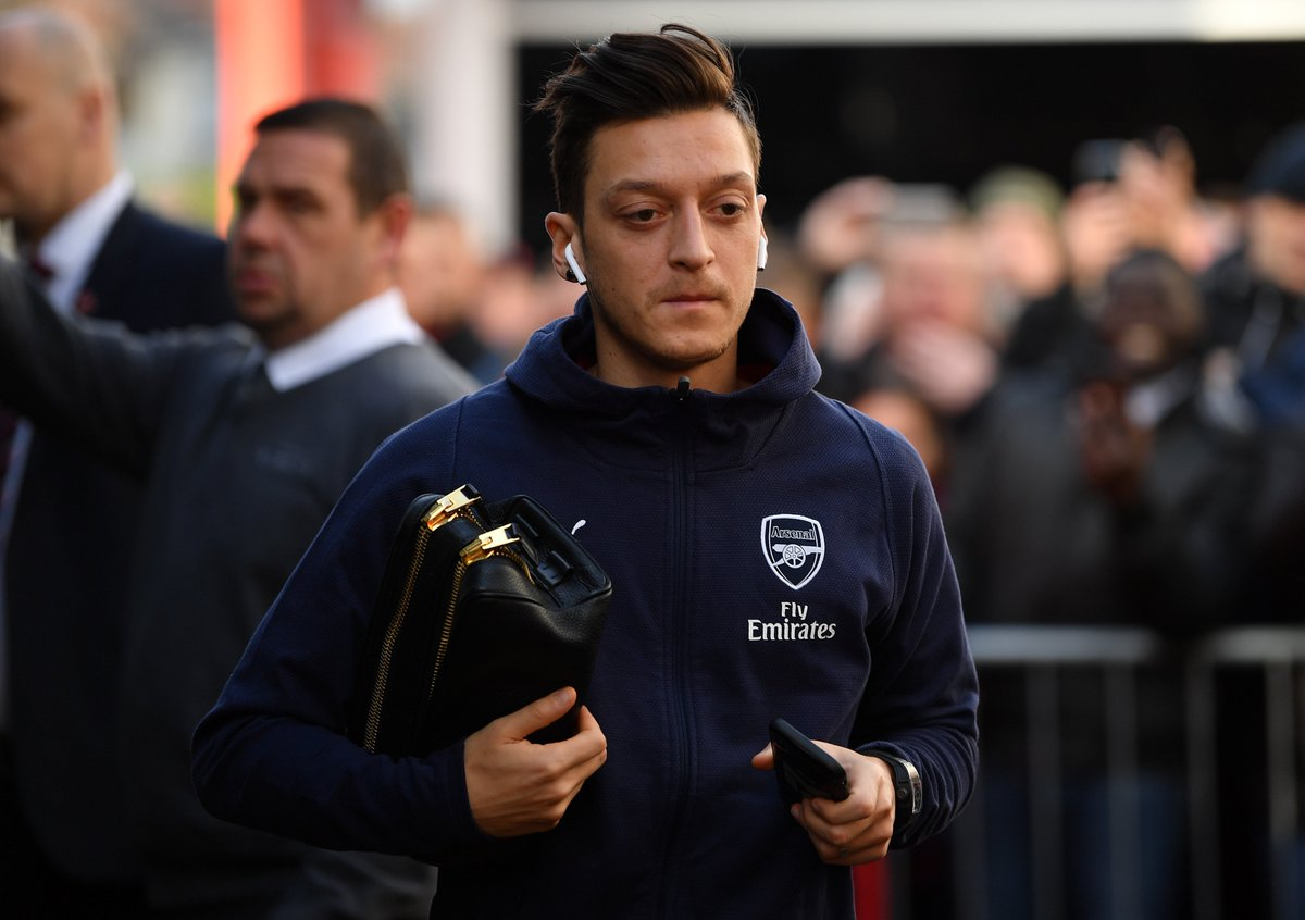 Mesut Ozil is fully fit ahead of Arsenal's Europa League clash with Qarabag on Thursday, the midfielder had been troubled by a back problem.  #AFC #UEL