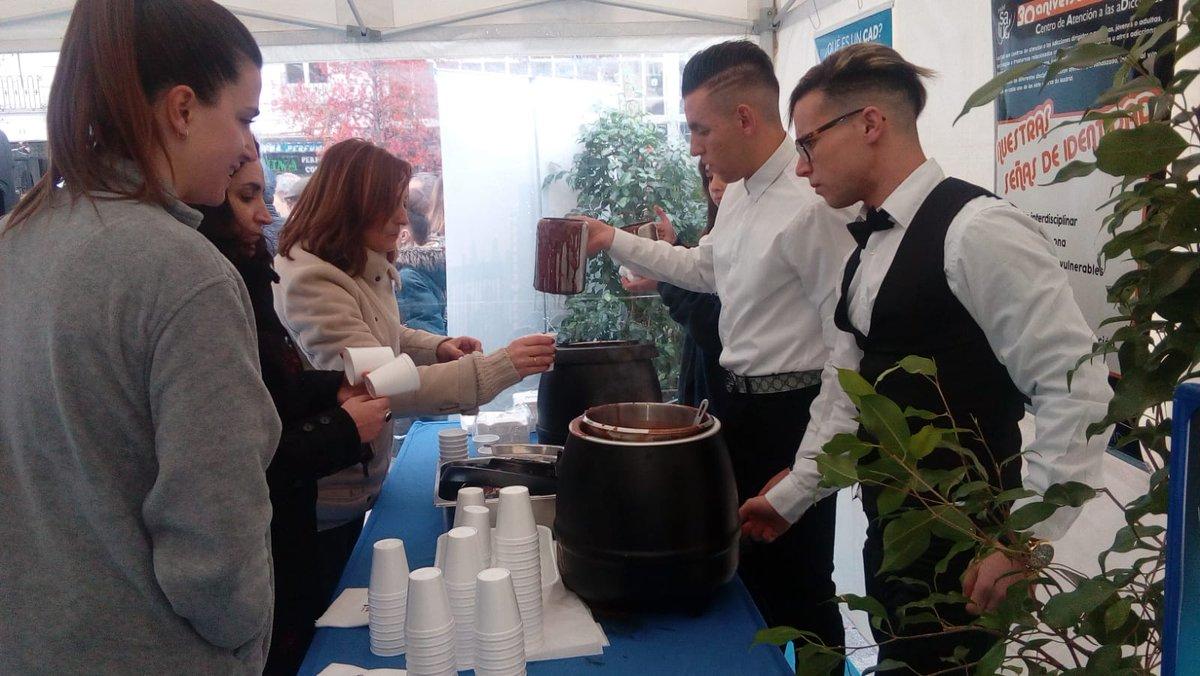 Nada mejor para combatir el frío que un rico chocolate caliente☕☕  Servido por nuestros Jóvenes del curso de hostelería de @madridsalud  @ServicioPAD #30AniversarioCAD 😋😋