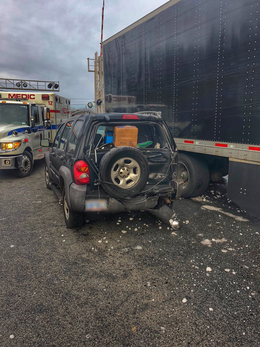 *Sam Furr Rd MVA Update* SUV versus a tractor trailer, 2 people transported by @MecklenburgEMS. Our crews are clearing from the scene. Continue to use caution &amp; YIELD to units on scene. #MoveOver #CLTtraffic <br>http://pic.twitter.com/TkDbL30Gfq