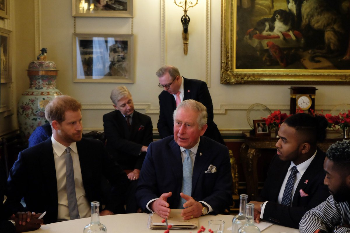 The Prince of Wales and The Duke of Sussex joined a @PrincesTrust roundtable event at Clarence House today to discuss youth violent crime and the ways in which it can be reduced. The discussion was part of the Trust's work to help disadvantaged and vulnerable young people.
