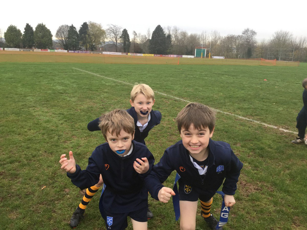 Years 2, 3 and 4 have combined forces for some epic games of Tag Rugby #Rugby #ECSsport https://t.co/gX1lzoSCUP