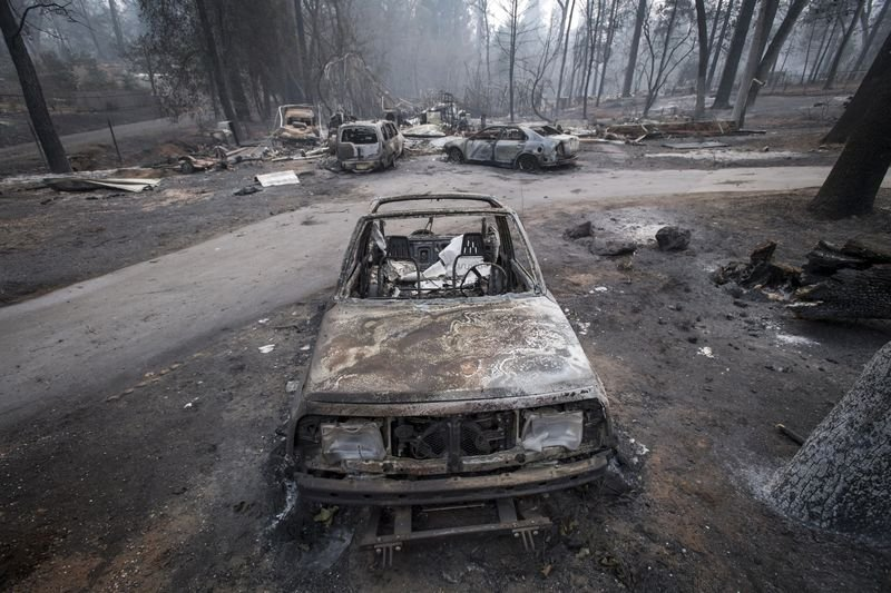 PG&E gives more details on transmission towers near the origin of deadly wildfire bloomberg.com/news/articles/…