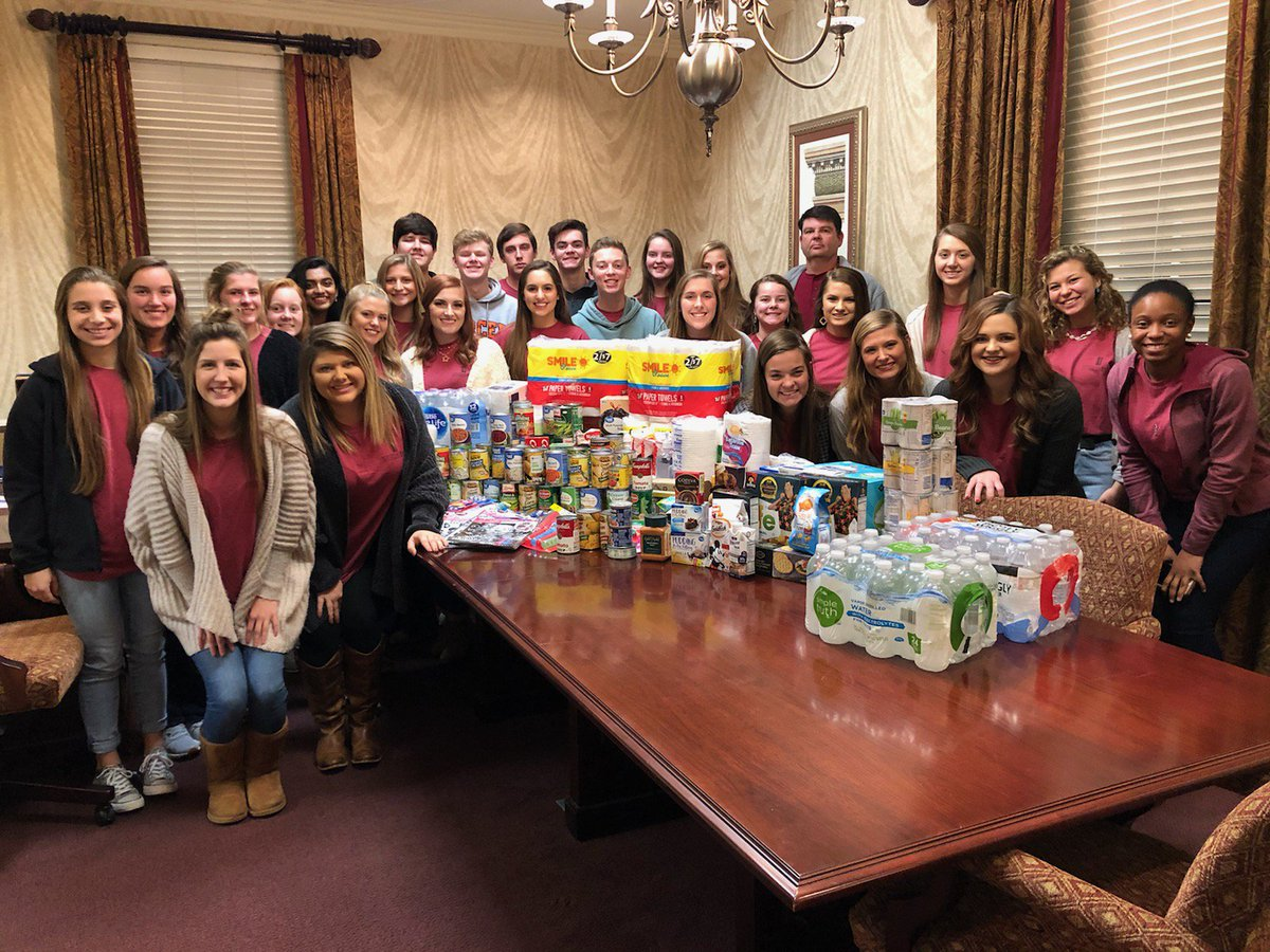 The 2018-2019 Citizens Bank of Laurens County Student Council chose to donate items to Hurricane Michael victims in South Georgia this year.  Kenny Rowland, Certified Georgia Baptist Disaster Relief Volunteer, received the items and will deliver them on his next trip! <br>http://pic.twitter.com/4XEgTdRN12